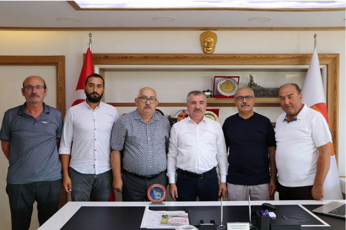 Dernek Başkanı Bozkurt'tan Başkan Özdemir'e Plaket
