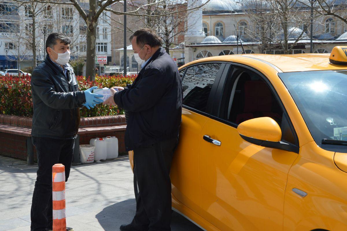 Havza'da Taksi Duraklarına Ücretsiz Maske Dağıtıldı