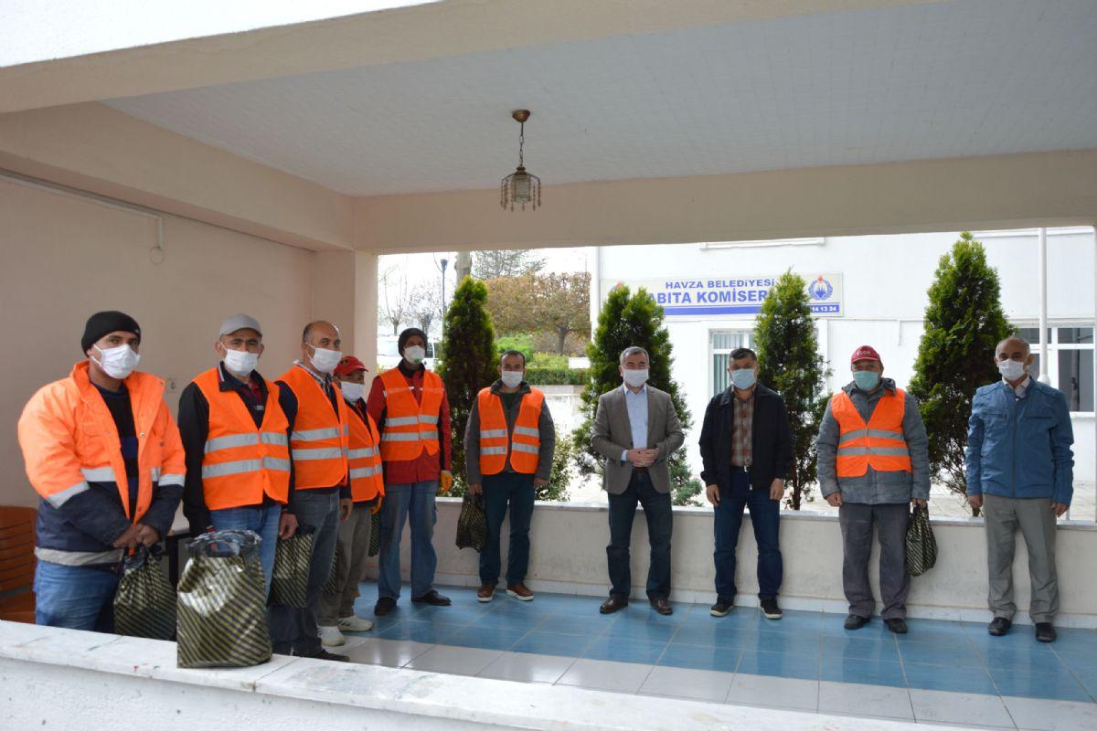 Başkan Özdemir'den İşçilere Sürpriz Kutlama