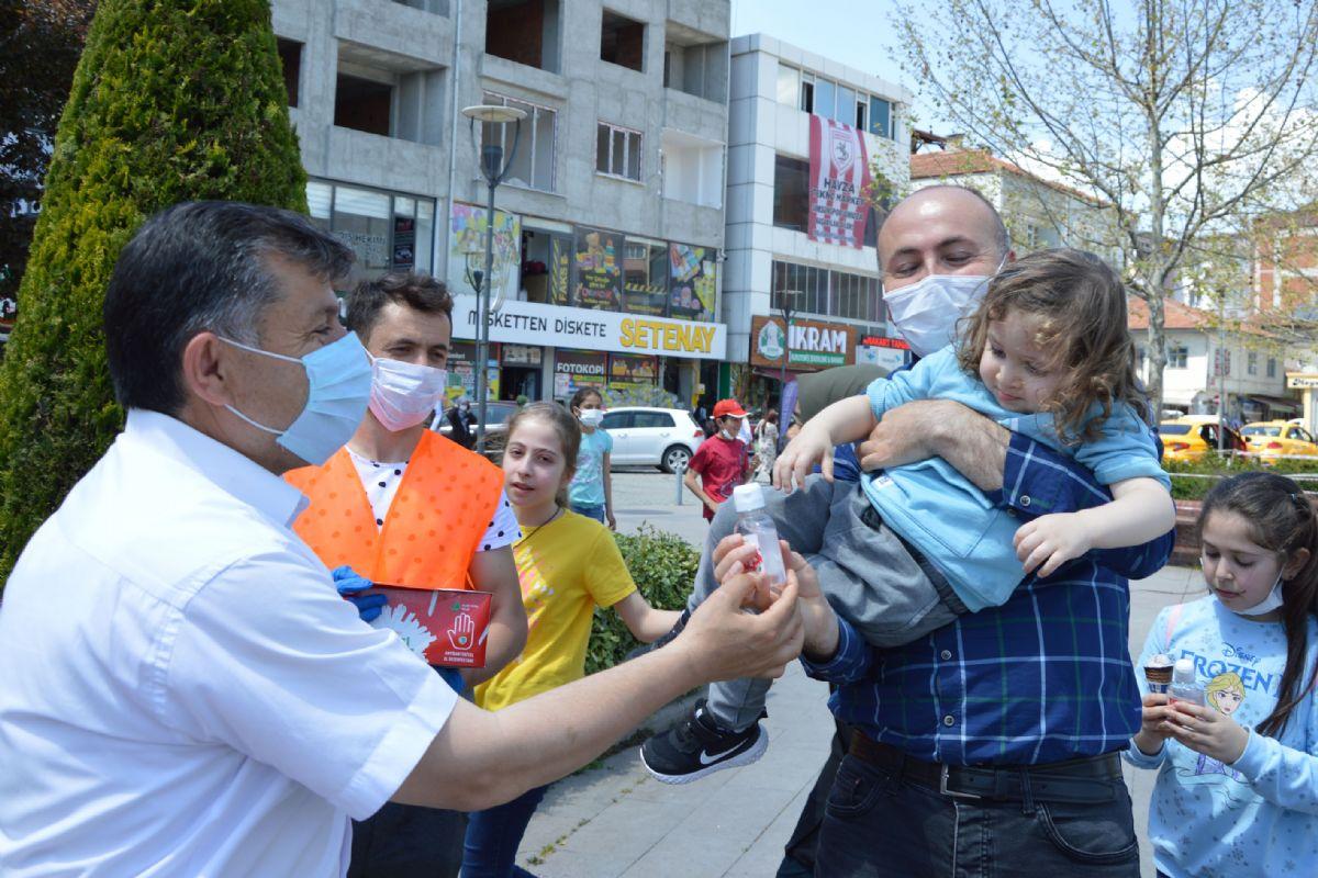 Havza Belediyesindenanne ve Babalara Milli Dezenfektan Borel ile Maske