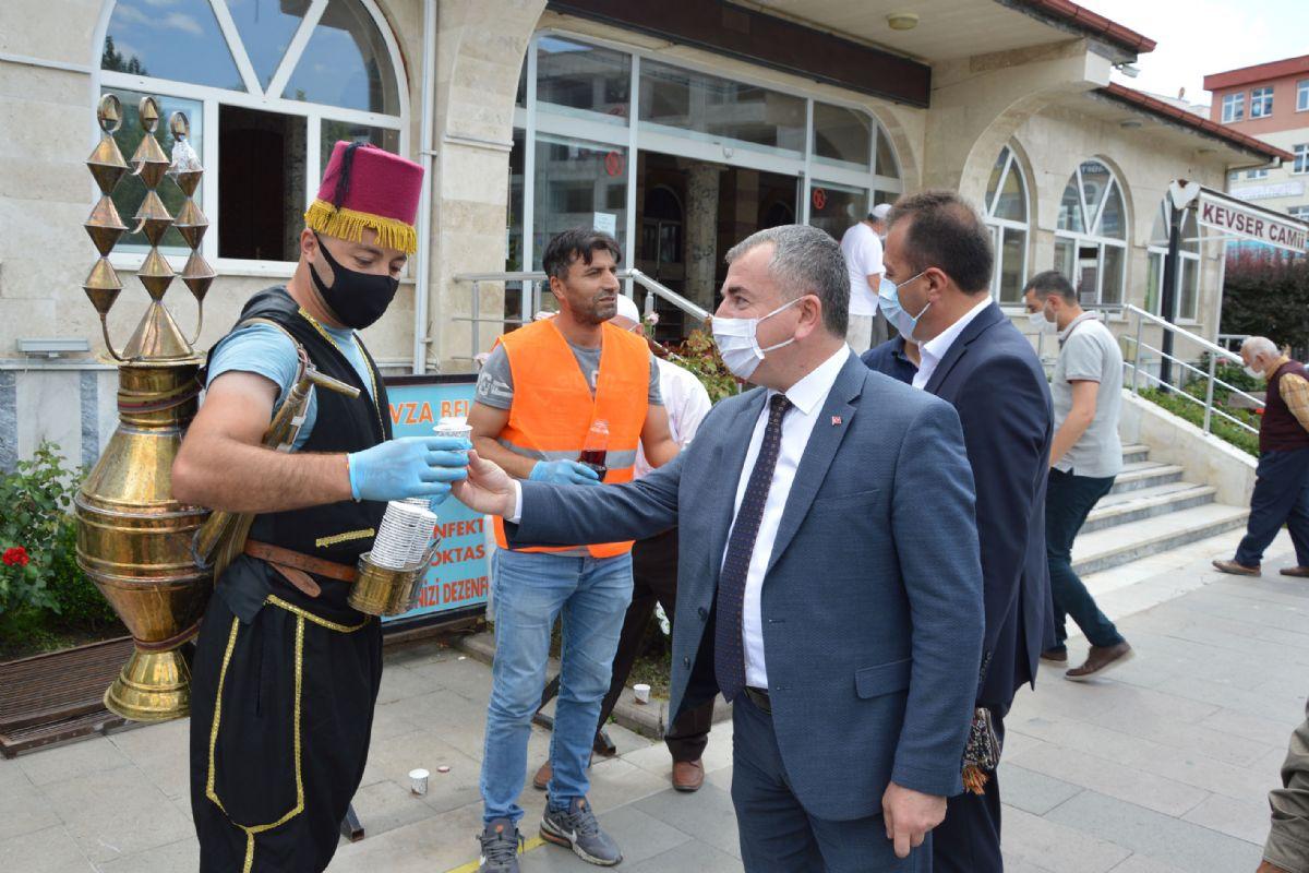 Ayasofya'nın İbadete Açılması Neden ile Şerbet Dağıtıldı