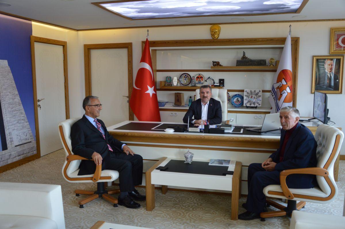 Eski Vekilden Başkan Özdemir'e Ziyaret