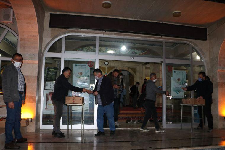 Havza Belediyesi Kandil Simidi Dağıttı