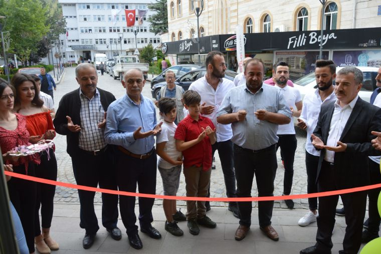 Havza Belediye Başkanı Sebahattin Özdemir Bir İş Yeri Açılışına Katıldı.