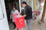 Havza Belediyesi Vatandaşlara ve Esnafa Bayrak Dağıttı
